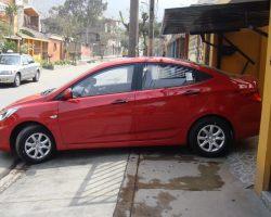 Hyundai Accent Sedan rojo MT