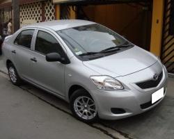 Toyota Yaris Plateado MT